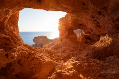 explore the coast of portugal (thethomsn) Tags: portugal cave hole höhle algarve sunset sea red goldenhour longexposure wideangle 1635mm stony rockformiations view day coast