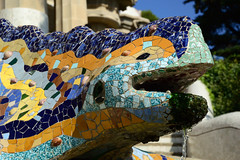 Salamandra in Parc Guell (moniq84) Tags: salamandra parc guell garden colors salamander barcelona barcellona gaudi blue orange yellow water mosaic sun sunny