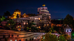 Waldspirale Hundertwasser in Darmstadt (Lothar Drewniok) Tags: hundertwasser waldspirale darmstadt nightshot germany alemania lothardrewniok colors colorido ligurien light