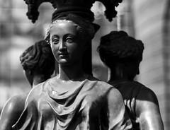 Pileta, Santiago de Chile (Mario Rivera Cayupi) Tags: canon80d planart1450 santiagodechile escultura blancoynegro bw sculpture blackandwhite