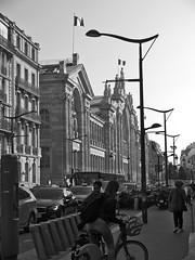 Gare du Nord (geolabidouille) Tags: paysageurbain paris photoreportage noirblanc blackwhite fujifilm personnes people