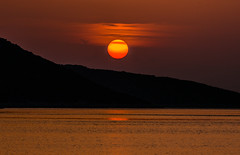 Another magical sunset (Vagelis Pikoulas) Tags: sun sunset porto germeno greece europe october autumn golden hour reflection red orange canon 6d tamron 70200mm vc 2018