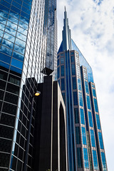 Nashville, Tennessee (Agirard) Tags: blue arrow building sky nashville tenessee usa loxia loxia35mm 235mm zeiss sony a7ii urban street