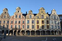 Les belles dames de la Grand-Place (RarOiseau) Tags: arras pasdecalais ville hautsdefrance architecture place saariysqualitypictures v1000