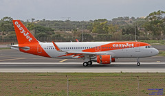 G-EZGX LMML 05-10-2018 (Burmarrad (Mark) Camenzuli Thank you for the 13.7) Tags: airline easyjet aircraft airbus a320214 registration gezgx cn 8381 lmml 05102018