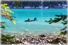 Paddling on Lake Moraine (Banff NP, Canada) (armxesde) Tags: pentax ricoh k3 canada kanada banff banffnationalpark rockymountains alberta mountain berg lake see wasser water herbst autumn fall boat boot lakemoraine morainelake moränensee blue blau turquoise türkis