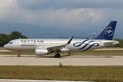 Air France (Skyteam Livery). F-HEPI. Airbus A320-214. AF1743. (Themarcogoon49) Tags: airfrance a320 aircraft skyteam livery planespotting gva lsgg cointrin airport switzerland avgeek avion aviation
