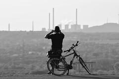 Blick auf den Pott (Stefan Markus) Tags: ruhrgebiet nordrheinwestfalen northrhinewestphalia deutschland germany nikon nikond5300 tamron tamron70210mmf4divcusd fahrrad bike industrie ruhrpott streetphotography street