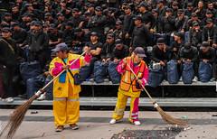 Trabajadores de limpia (Thomas_H_photo) Tags: cdmx zocalo ciudaddemexico mexicocity independenceday dieciseis