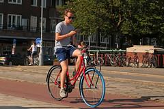 Weesperzijde - Amsterdam (Netherlands) (Meteorry) Tags: europe nederland netherlands holland paysbas noordholland amsterdam amsterdampeople candid streetscene people oost east est weesperzijde man homme guy male teen twink swapfiets fiets bicyclette bicycle vélo bike cyclist multitasking smartphone volvo sunglasses bluetire june 2018 meteorry