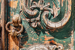 Esperanza (Alicia Clerencia) Tags: portugal fachadas facades puerta door wood madera retro decade decadencia tiempo texturas textures time green verde latch llamador aldaba urbana street