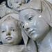DELLA ROBBIA Andrea (Attribué) - La Vierge et l'Enfant avec Trois Chérubins (Louvre) - Detail 09