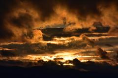 DSC_0407 (griecocathy) Tags: paysage montagne coucher soleil nuage sombre lumineux noir gris jaune blanc rosée beige marron