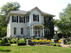 River Forest, IL, White House (Mary Warren 11.6+ Million Views) Tags: riverforestil architecture building house residence windows garden yard lamps