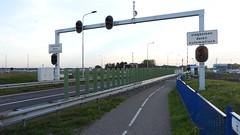 DSCN8788 (DutchRoadMovies) Tags: stevinsluizen afsluitdijk den oever a7 rijksweg ijsselmeer waddenzee bridge lake freeway motorway water sea locks