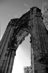 St Marys Abbey Arch North bw (Ravensthorpe) Tags: york buildings historical ruins bw