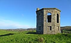 Ladies (Bricheno) Tags: women renfrewshire folly tower kenmurehill kenmurehillknoll bricheno howwood kenmuirhill knoll shrine scotland escocia schottland écosse scozia escòcia szkocja scoția 蘇格蘭 स्कॉटलैंड σκωτία glasgow temple kenmuir lochwinnoch
