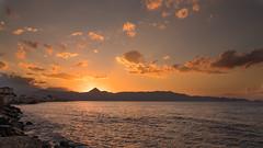 Sunset Heraklion (Alex Verweij) Tags: 30sept2018 fujifilm xt20 heraklion kreta greece griekenland sunset evening avond zonsondergang haven harbor orange berg kust zee sea alexverweij sept2018 2018 holiday vakantie warm