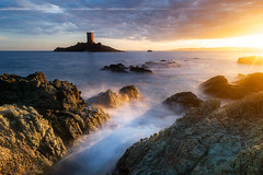 Sunset sur le Cap Dramont & l'Ile d'Or. (Yannick Lefevre) Tags: france var europe dramont capdramont iledor landscape longexposure seascape island waves sea sky sun bright rockscape rocks stone nikon d810 nikkor gitzo kasefilters wolverineseries 09gndreverse 12gndsoft 09gndsoft polarizercircular golden naturephotography wet tower colours coast outside september autumn texture