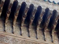 Décor de cèdre sculpté, médersa Attarine (début XIVe siècle), Talaa Kbira, médina de Fès el Bali, Fès, Maroc. (byb64) Tags: fès fez فاس ⴼⴰⵙ fas fèsmeknès maroc morocco marruecos المغرب ⵍⵎⵖⵔⵉⴱ royaumedumaroc marokko marocco médina medina vieilleville oldtown cascohistorico altstadt fèselbali unesco unescoworldheritagesite toits techos ville city citta ciudad town stadt talaakbira médersa madrassa xive 14th moyenage medioevo middleages edadmedia école université mérinides stuc calligraphie zellige tesselles cèdre marbre salledeprières arcoutrepassé cour courtyard attarine medersaattarine