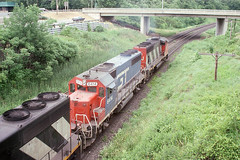 Grand Trunk Western GP40-2 #6414 heading under Plains Road on 6-22-88 (LE_Irvin) Tags: bayviewon canadiannational gp402 grandtrunk