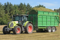 Claas Arion 640 Tractor with a Broughan Engineering Mega HiSpeed Trailer (Shane Casey CK25) Tags: claas arion 640 tractor broughan engineering mega hispeed trailer traktor traktori tracteur trekker trator ciągnik silage silage18 silage2018 grass grass18 grass2018 winter feed fodder county cork ireland irish farm farmer farming agri agriculture contractor field ground soil earth cows cattle work working horse power horsepower hp pull pulling cut cutting crop lifting machine machinery nikon d7200 green