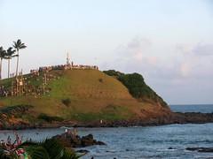 Morro  do Cristo (Viva as Cores - Márcia Aki) Tags: nwn salvador bahia brasil sea mar nature natureza sky ceu clouds nuvens plantas people