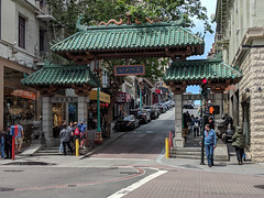 Dragon Gate - Chinatown, San Francisco (Joey Hinton) Tags: sanfrancisco california unitedstates chinatown google pixel2 andriod smartphone cellphone cameraphone phone