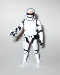 finn fn-2187 star wars the force awakens build a weapon desert mission basic action figure hasbro 2015 l (tjparkside) Tags: finn fn 2187 desert mission ep episode vii 7 seven tfa basic action figure figures 5 poa points articulation star wars 2015 2016 hasbro stormtrooper first order 1st empire imperial soldier baw build weapon buildaweapon blaster helmet traitor disney stormtroopers blood rifle