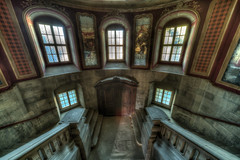 8Z1A2561_2_4_6-1 (wernkro) Tags: schloss treppenhaus fenster windows krokor lostplace urbexen germany hdr