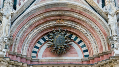 20180624-siena-00425_web (derFrankie) Tags: 2018 a anyvision b bestofbest c f h italien l labels landmarks m p s sienacathedral w ancienthistory arch basilica building byzantinearchitecture cathedral exported facade historicsite landmark medievalarchitecture placeofworship stonecarving symmetry ultraselect window