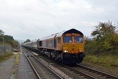 66760 enters Bamford with the 6H10 Bletchley to Peak Forest, 16th Oct 2018. (Dave Wragg) Tags: 66760 class66 gbrf 6h10 bamford hopevalleyline loco locomotive railway