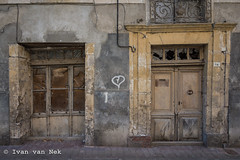 Rue de la République, Salies-du-Salat (Ivan van Nek) Tags: ruedelarépublique saliesdusalat hautegaronne france frankrijk frankreich occitanie midipyrénées nikon nikond7200 d7200 doorsandwindows ramenendeuren portes doors decaying urbandecay