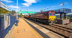 DBC Class 66/0 no 66151 at Mansfield Woodhouse on 26-09-2018 with 3 converted hoppers from W.H.Davis & Son to Toton. (kevaruka) Tags: dbschenker dbc 66151 class66 shed mansfield mansfieldwoodhousestation nottinghamshire september autumn 2018 locomotive train station canon canoneos5dmk3 canon5dmk3 canonef1635f28mk2 5d3 5diii 5d 5dmk3 fullframe ultrawideangle uwa sun sunshine sunny sunnyday clouds cloudy blue yellow red flickr thephotographyblog telephototrains england