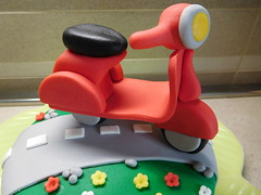 Vespa Special Cake (dolciefantasia) Tags: biscotti cake cakedesign cakepops compleanno cupcake decorazione dolci dolciefantasia fantasia festa minicake pastadizucchero torta vespa