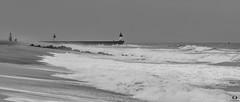 Capbreton (Landes) (Didier Gozzo) Tags: sand beach sable plage noiretblanc bw ngc atlantique océan outdoor water eau wawes vagues sea mer landes capbreton canon