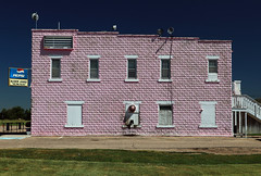pink palace (oldogs) Tags: building pink pinkbuilding restaurant architecture nebraska facade mcgrewlounge