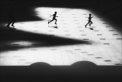 F_MG_8012-1-BW-Canon 6DII-Tamron 28-300mm-May Lee 廖藹淳 (May-margy) Tags: bokeh blur 模糊散景 maymargy bw 黑白 人像 逆光 剪影 追逐 廣場 大樓 投影 街拍 線條造型與光影 天馬行空鏡頭的異想世界 心象意象與影像 幾何構圖 點人 新北市 台灣 中華民國 portrait backlighting silhouette chasing plaza building blocks shadow streetviewphotography mylensandmyimagination linesformandlightandshadow naturalcoincidencethrumylens humaningeometry humanelement newtaipeicity taiwan repofchina fmg80121bw canon6dii tamron28300mm maylee廖藹淳 臉譜 facesinplaces