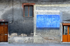 Bleu moutarde (Jean-Luc Léopoldi) Tags: mur vieilleville décrépi decay peinture publicité effacé bresse déclin