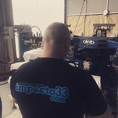 Working @impacto33 #serigrafia (impacto33 - Camisetas personalizadas) Tags: camisetas personalizadas
