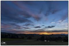 """""""Tag und Nacht im Übergang"""" (anton_zach) Tags: landschaft licht himmel herbst blau baum bäume teich waldviertel wasser wolken wald weitra wiese color colors clouds outdoor sonne sonnenuntergang"""