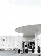 The pEtrol sTaTion (rocami19) Tags: leica dlux 5