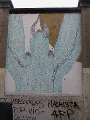 Sur le mur d'enceinte de la Tabacalera, calle de Michel Servet, Lavapiés, Madrid, Castille, Espagne. (byb64) Tags: madrid castille vieillecastille castilla castillalavieja eu europe europa espagne espana spain spagna spanien ue ville town city ciudad comunidaddemadrid citta lavapiés tabacalera tabacaleradelavapiés streetart fresque affreschi fresques frescoes frescos fresko mural murales arturbain urbanart arteurbano artecallejero artedistrada