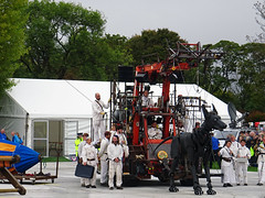 TEAM XOLO PARK LUNCH WITH PARASOL DEF (CloudBuster) Tags: royal de luxe liverpools dream liverpool streettheatre giant spectacular october 2018 united kingdom france