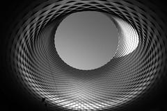 Mitten drinn (Alessandro Avanti) Tags: schwarzweiss canon eos eos800d architektur blackwhite urban stadt gebäude modern moderneshaus linien weitwinkel