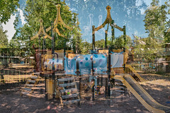Forteresse de l'enfance 7 (pni) Tags: tree sand fence sky park playground equipment combinedstructure multiactivity multiexposure multipleexposure tripleexposure helsinki helsingfors finland suomi pekkanikrus skrubu pni