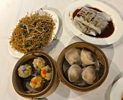 2018 Sydney: October Yum Cha (dominotic) Tags: 2018 food yumcha lunch asianfood friednoodles dumplings steameddimsims iphone8 steamedscallopdumplings foodphotography dimsim dimsum beefricenoodles yᑌᗰᗰy sydney australia