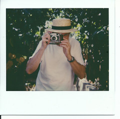 Old photographer with an old camera Foca Sport II taken with an old Polaroid...100% vintage ! (Chris, photographe de rue niçois (Nice - French R) Tags: photographiederue photographiecontemporaine polaroid polaroidspectra focasport vintage retro polaroidoriginals
