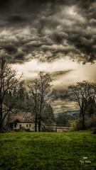 Rien ne dure toujours (Fred&rique) Tags: lumixfz1000 photoshop raw jura orage paysage ciel nuages gris eau rivière moulin pont pré herbe arbres