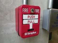 SigCom pull station with Simplex branding (SchuminWeb) Tags: schuminweb ben schumin web july 2018 maryland md montgomery county rockville parking garage montgomerycollege college structure structures fire alarm alarms pull station stations pullstation pullstations sigcom simplex grinnell simplexgrinnell dual action firealarm firealarms red white key keys